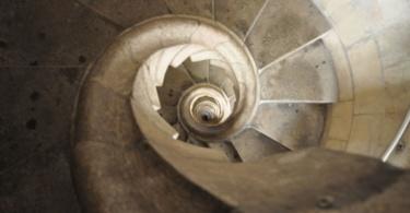 spiraling-tower-stairs-resembling-a-shell-sagrada-familia