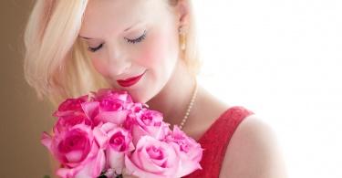 beautiful-woman-1435546_1280